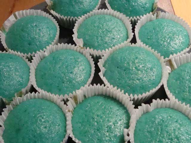 Breaking-Bad-Blue-Cupcakes-NoFrosting