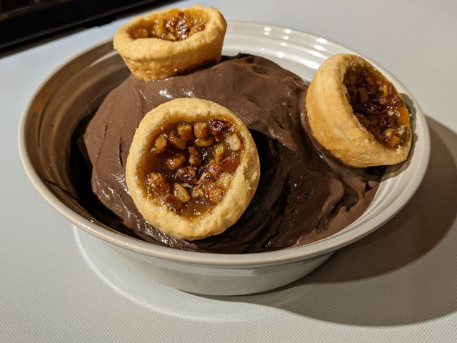 Bucket-of-ice-cream-covered-with-miniature-pies